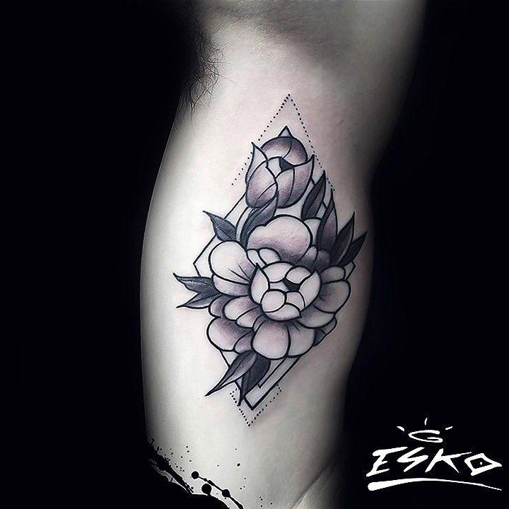 Peonies./ blackwork. #ink #inked #inklovers #tattoo #tattoolover #tattoo #tatuaje #blackwork #blackworkers #blackworktattoo  #bone #peonias #peonies #peoniatattoo #luckybones #flower #flowertattoo #eye #eyetattoo #rose #rosetattoo #art #cute #instaart #instagram #instagood #instatattoo #instalima #lima #perú #eskotatto