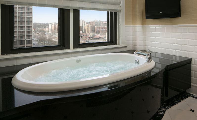 Presidental Suite Whirlpool - The Raphael Hotel