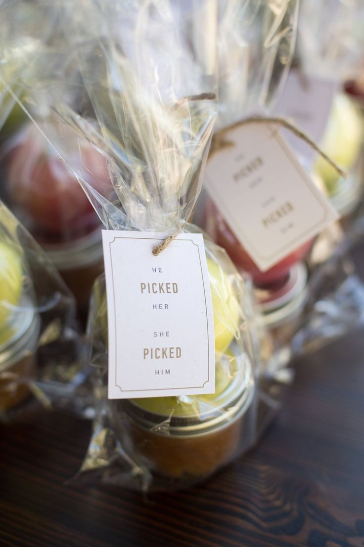 DIY fall wedding favors | caramel apples for a rustic fall barn ...
