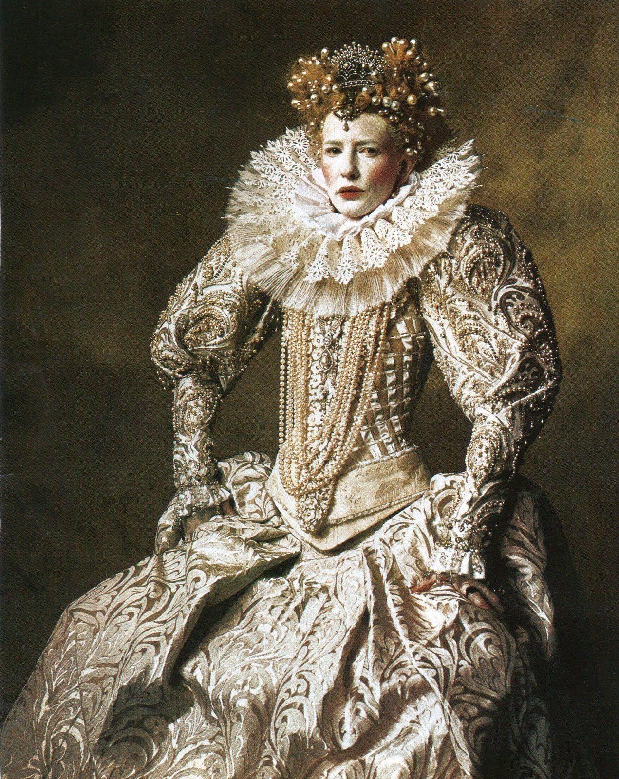 Cate Blanchett as Queen Elizabeth Elizabethan fashion