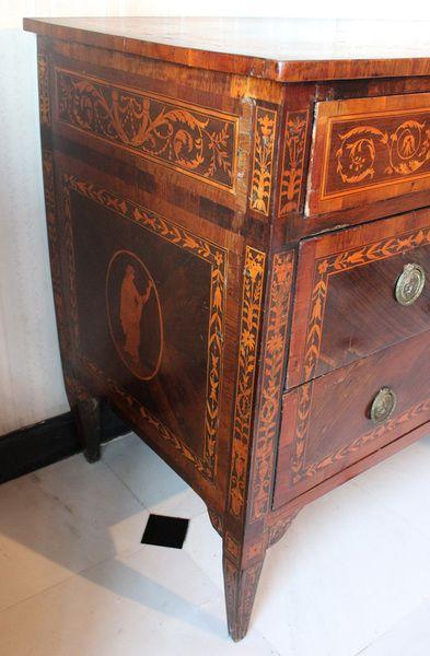 Mondo antico savona cassettoni como furniture for Mobili italiani design