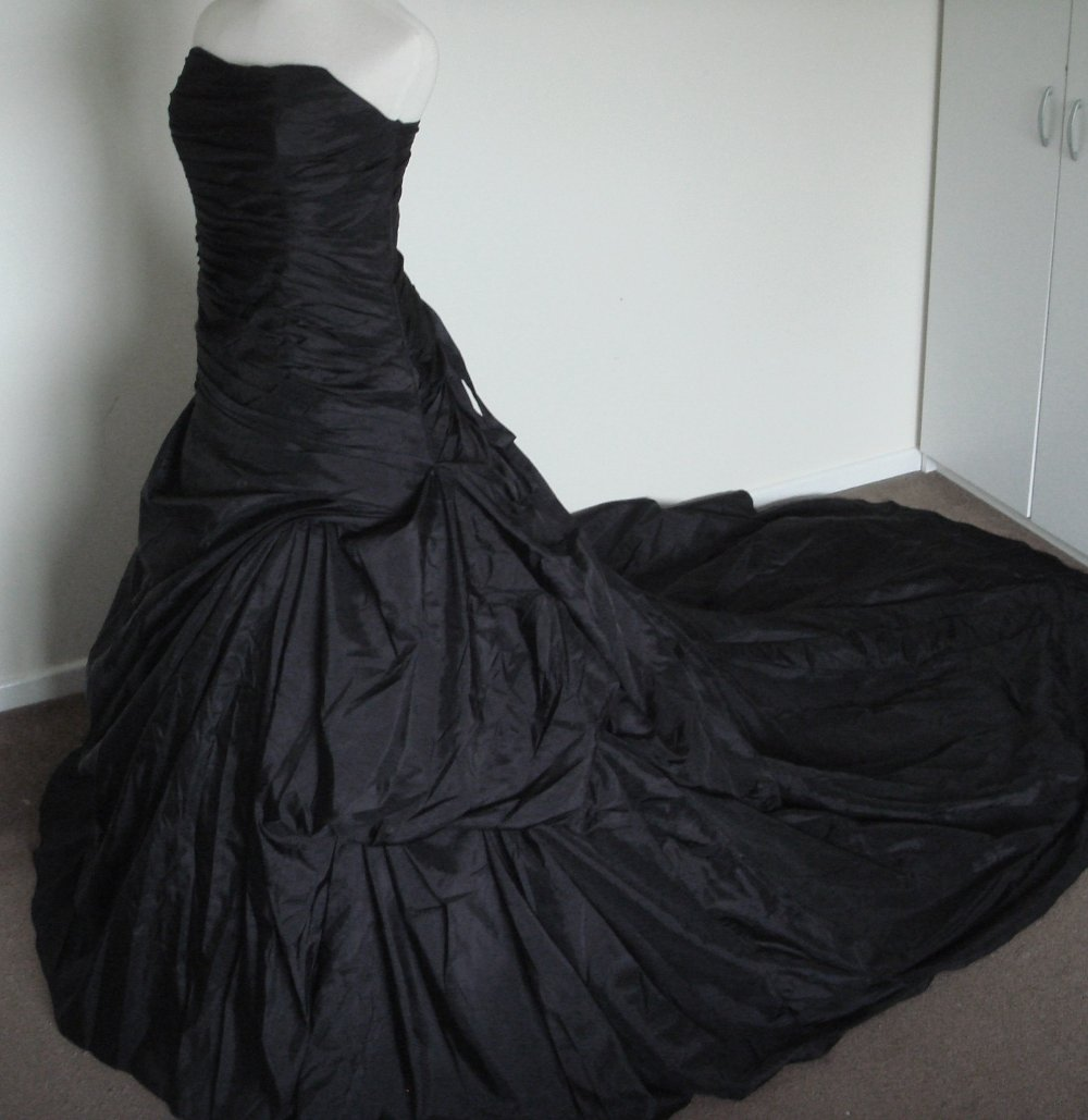 Loooove Black Wedding Dress Gothic Gothic Wedding Dress Chic Bridal Gown [ 1029 x 1000 Pixel ]