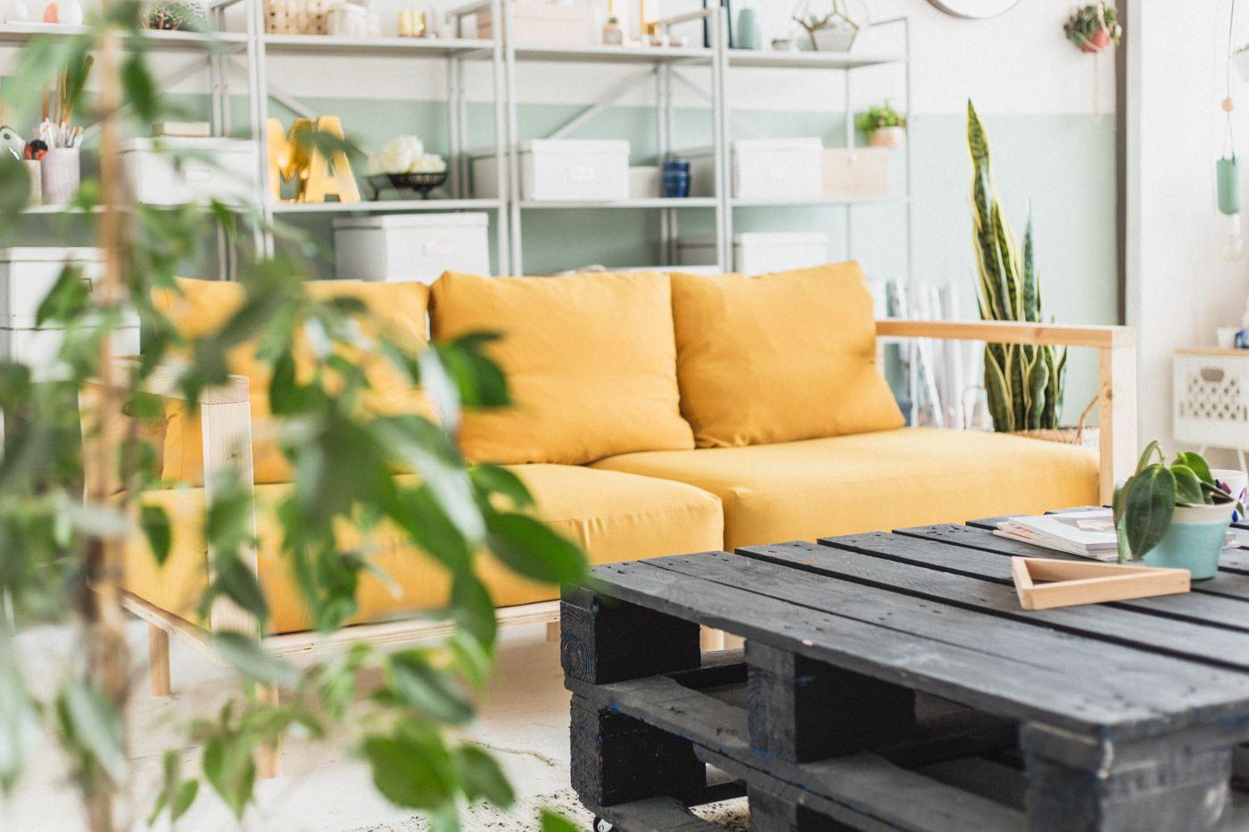 Make Yourself Comfortable With This Easy Diy Wooden Studio Sofa Fall For Diy Garden Sofa Diy Diy Furniture Couch Diy Sofa