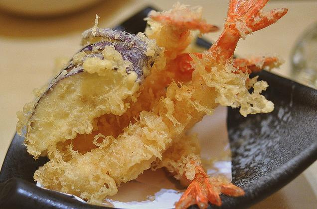 Making Japanese Tempura Prawns Vegetables Japanese Food Prawn Recipes Snacks