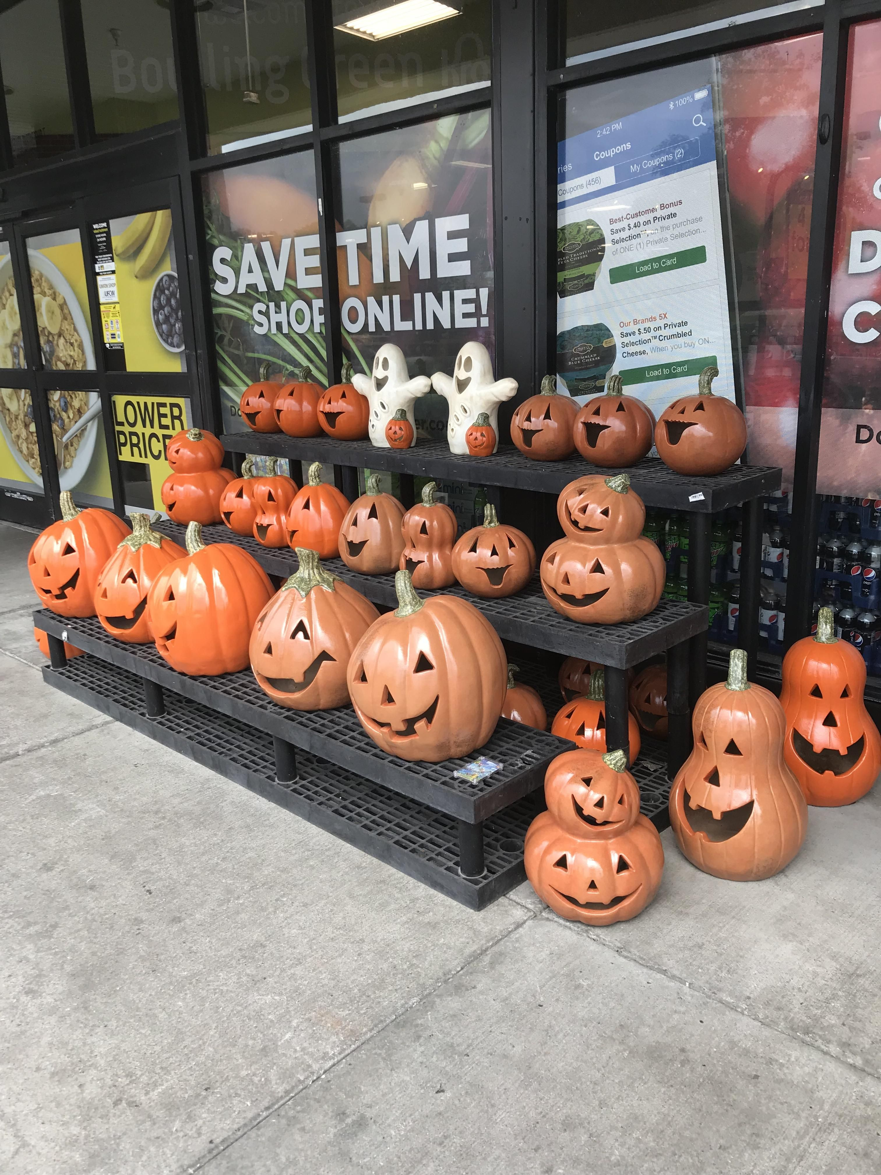 Pin By Mitchel Coombs On Fall In 2020 Halloween Outdoor Decorations Halloween Decorations Happy Halloween