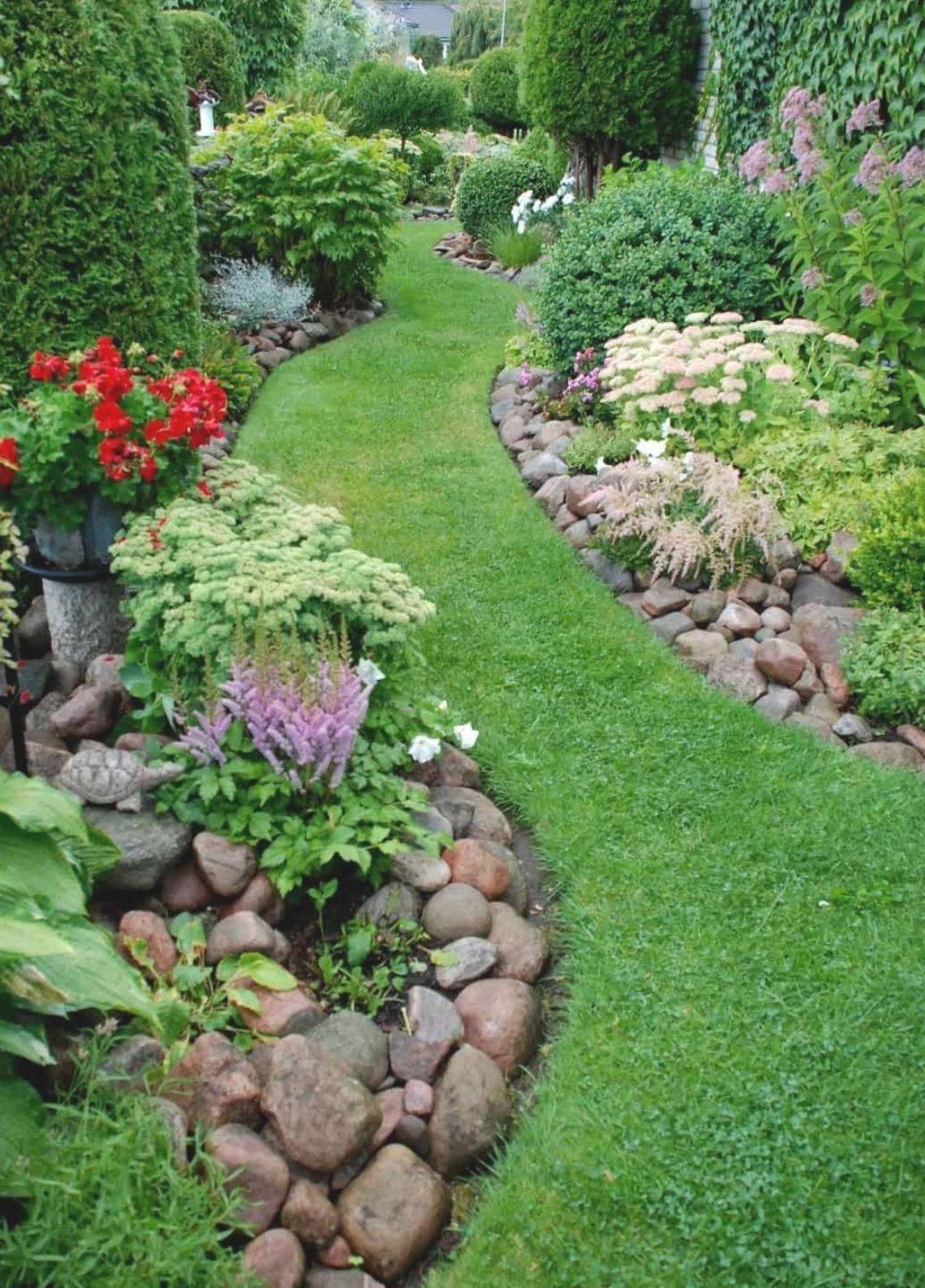 An easy curb appeal tip: Build berms #curbAppeal #landscaping #backyard #backyarddesign  #backyard #garden