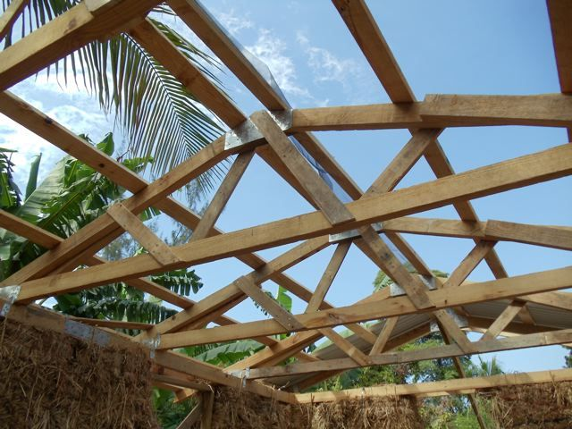 Roof Trusses Using Dismantled Pallets For Webs And Bottom Chords Roof Trusses Roof Truss Design Concrete Footings