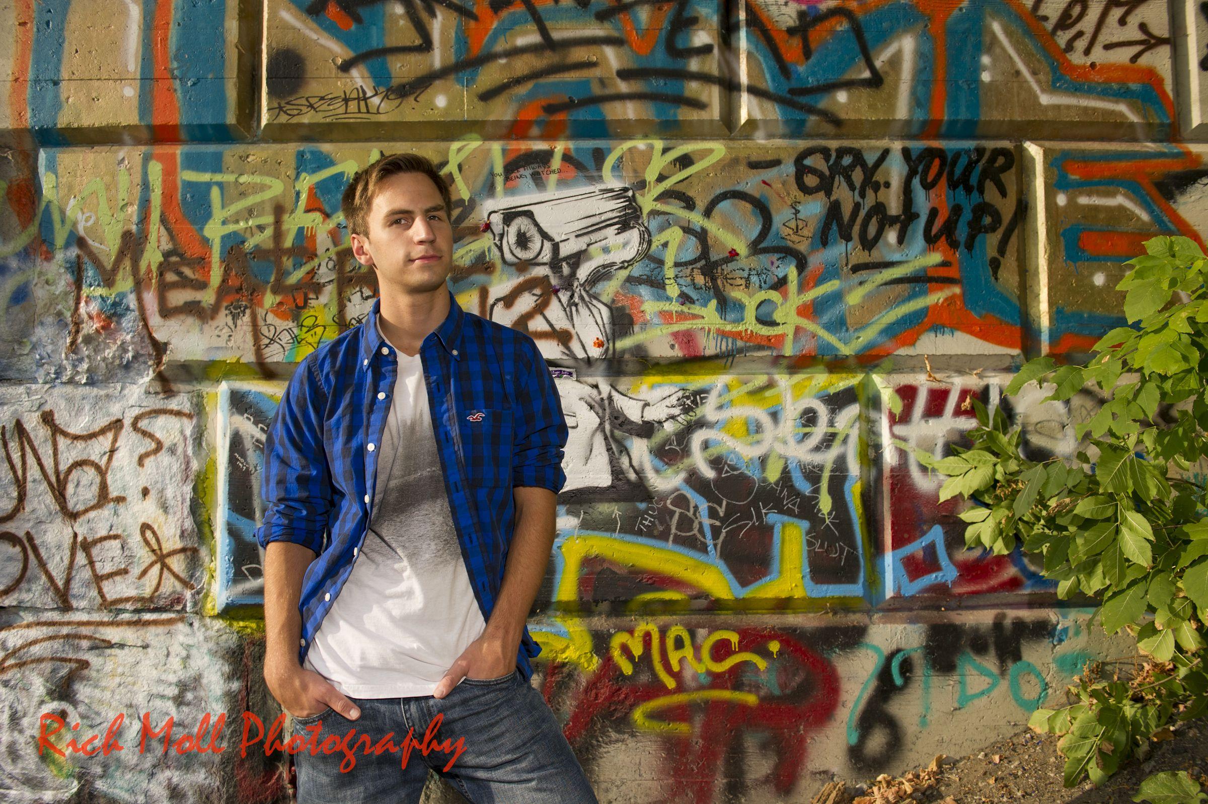 Senior pic with graffiti wall Photography senior