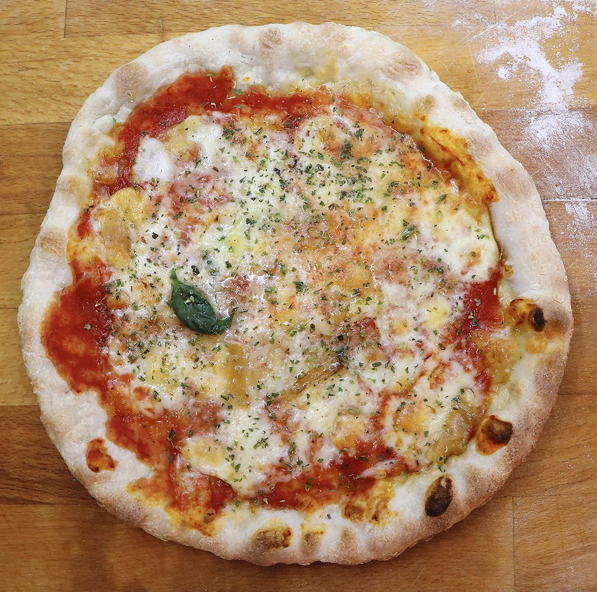 Oggi Vi Insegnero Come Preparare La Vera Pizza Napoletana Fatta In Casa Utilizzando Un Piccolo Trucco Sara Quasi Indistinguibi Nel 2020 Ricette Ricette Di Cucina Pizza