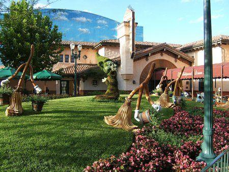 Disney S Miniature Golf Courses Orlando Limo Ride Blog Disney World Hotels Miniature Golf Course Miniature Golf