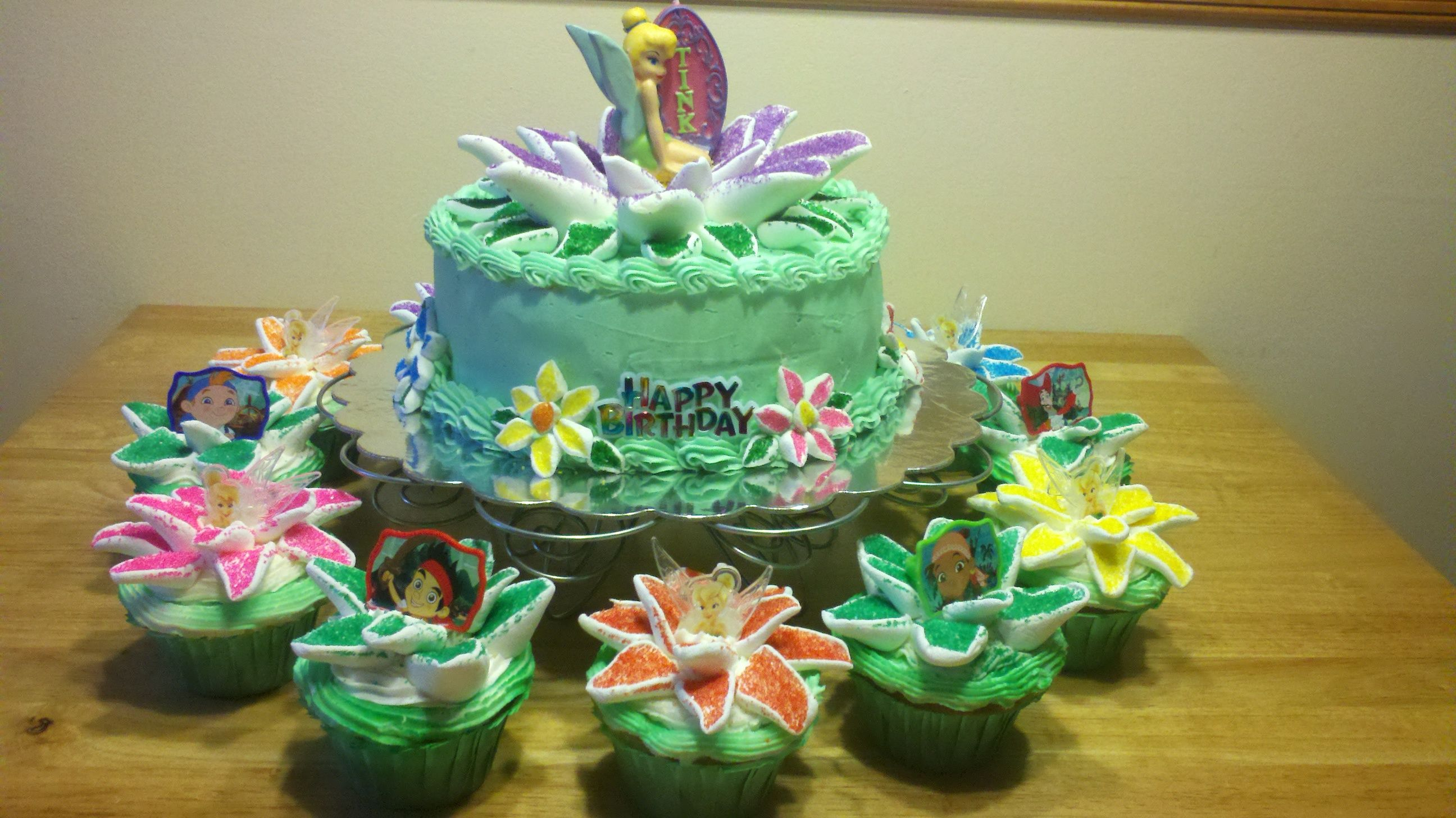 Tinkerbell Birthday Cake With Cupcakes