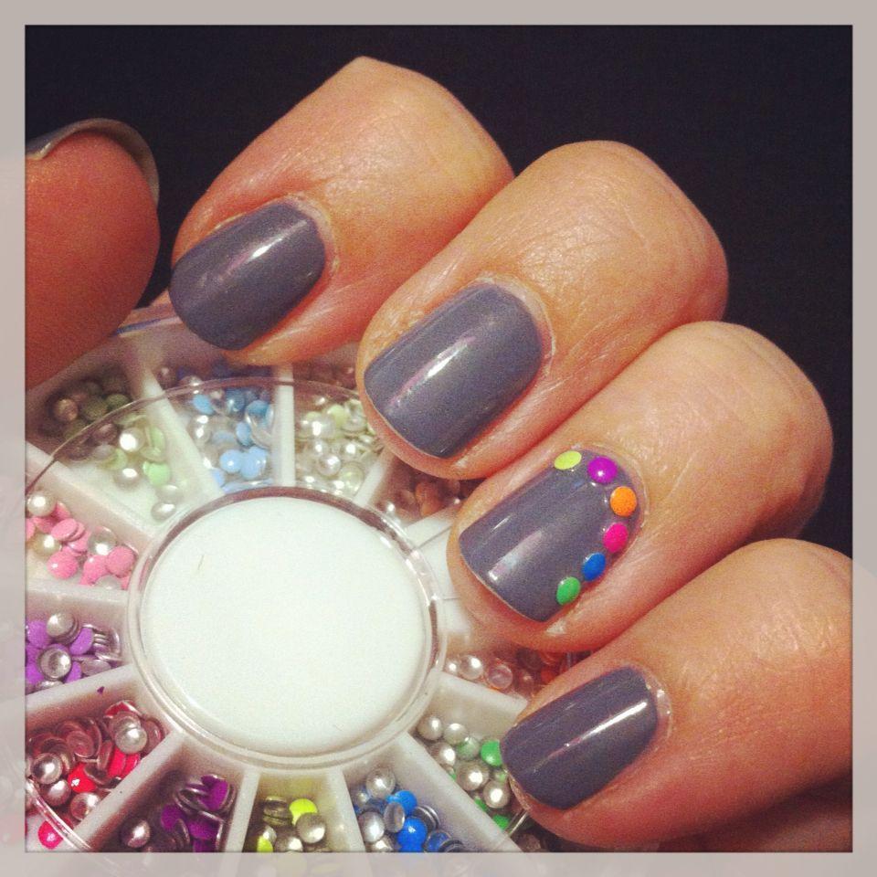 Nailpolish from Kiko with nail studs from the bornprettystore.