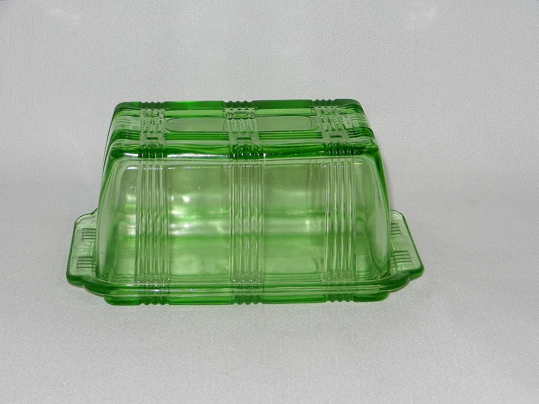 This Vintage 1950 39 S Hazel Atlas Green Criss Cross Covered One Pound Butter Dish Is In Near Mint Condition This Vintage Green Glass Vintage Vintage 1950s