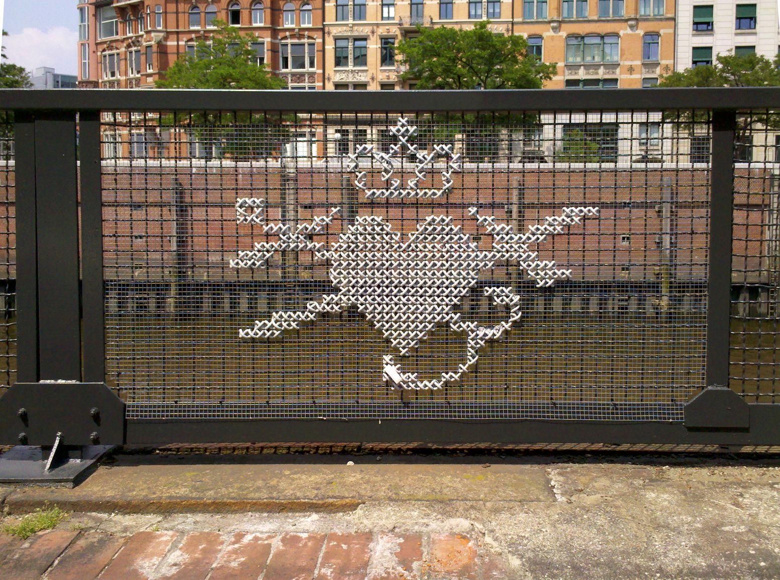Resultado de imagen para punto de cruz arte urbano