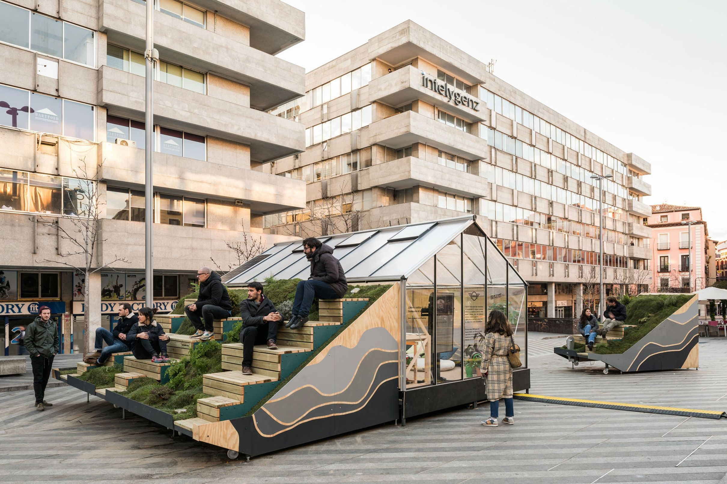Modular design combines mobile office and street furniture for Mobile furniture design