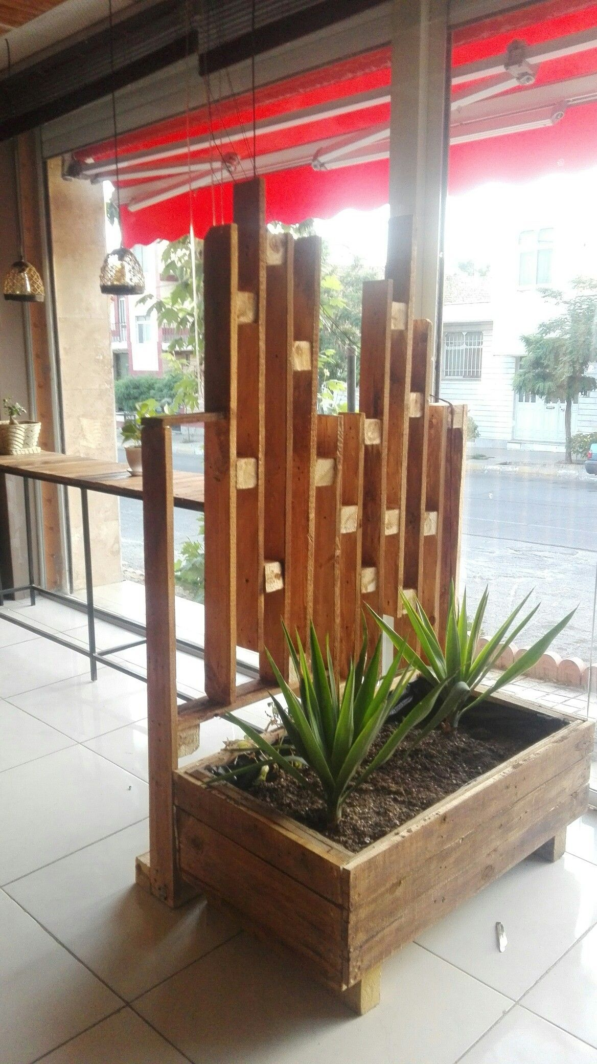 Coffe shop ideas divider pallet woodworking استفاده از پالت و چسب و