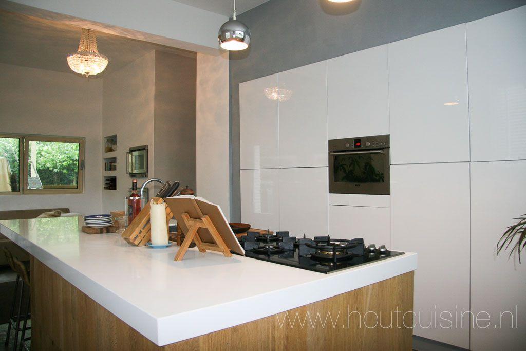 Keuken met eiland door houtcuisine inspiratie massief eiken ikea en belgi - Winkel raam keuken ...
