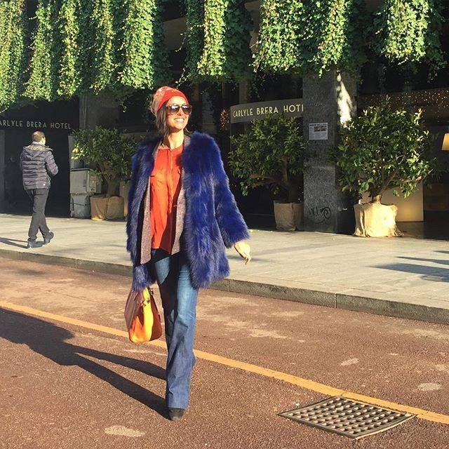 La carinissima Caterina Balivo in una giornata di sole a Milano  shop online fur jacket ->  http://bit.ly/1SPLdUL