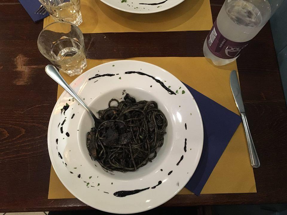 Qualunque sia la stagione non vi stancherete mai di mangiare le seppie: in umido, alla griglia, al nero e con la bieta. I mille volti di un pesce versatile!
