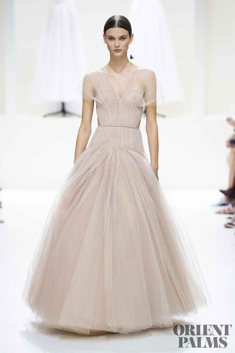 Minimal chic dresses at Christian Dior Fall 2018 Couture