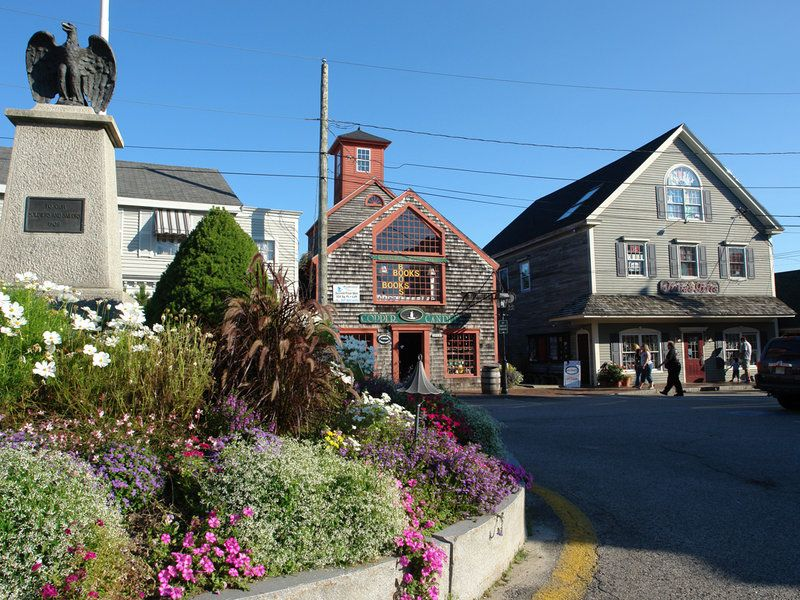 Near the Maine Homestead in Maine Dock Square Kennebunkport ME