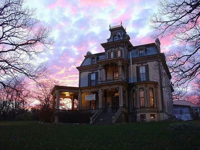 Love The Sky Behind The Old Victorian Home Mansions Creepy Houses Abandoned Mansions