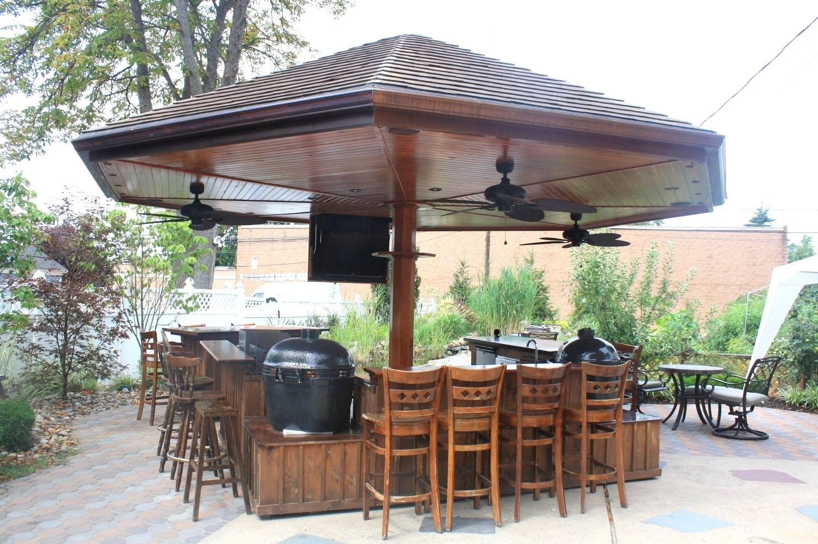 Outdoor bar handmade primo grill outdoor kitchen and bar for Outdoor kitchen cabinets plans