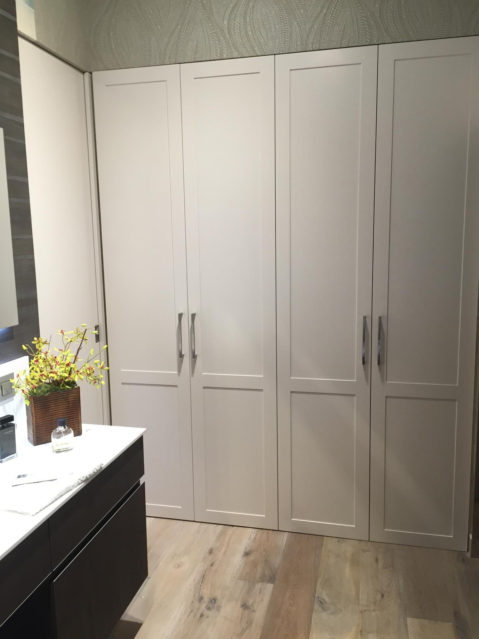 Frente de armario de puertas abatibles lacados en blanco - Armarios con puertas abatibles ...