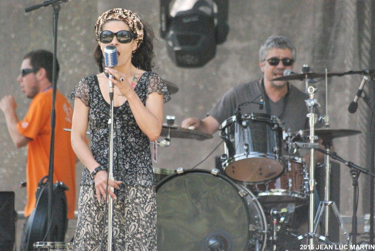 KAROLINE LEGRAND BLUES PROJECT A DAX LE 12/07/2015 D'entrée, je dois vous avouer que je n'ai pu assister qu'à ses répétitions faute de timing mais que là encore le choc et le plaisir fut total. Karoline Legrand, connue pour une carrière dans le music-hall...