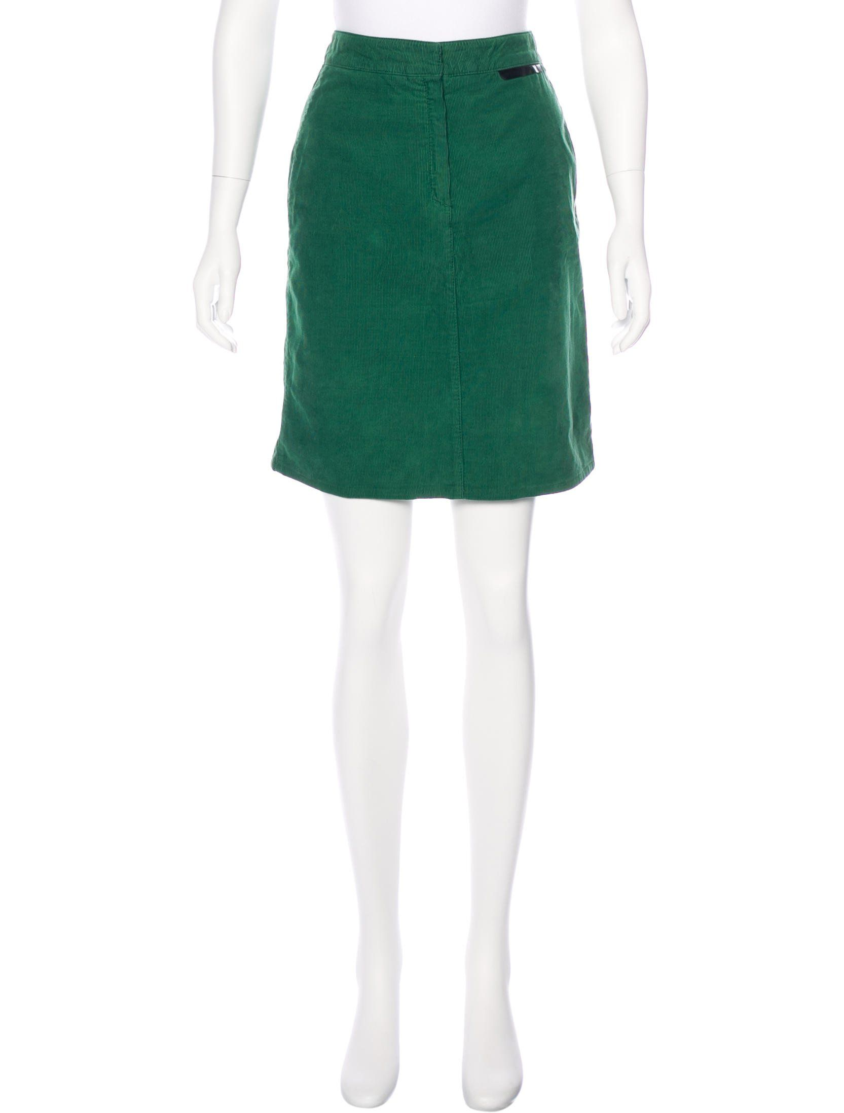 67baac9f04 Emerald green Stella McCartney corduroy knee-length skirt with tonal  stitching throughout, dual welt pockets at back and concealed zip closure  at front.