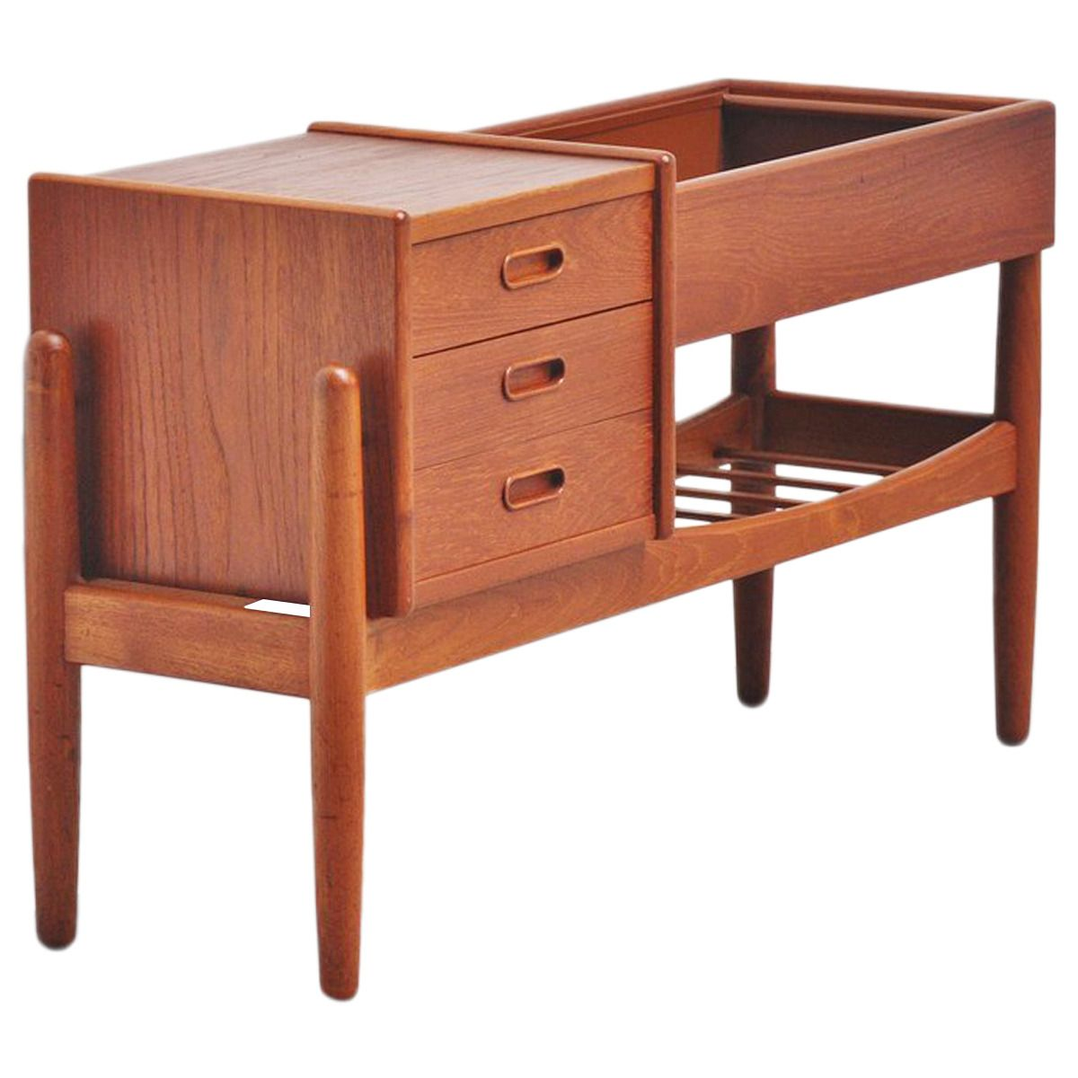 Arne Wahl Iversen during the 1950s, and manufactured in Denmark by Vamo
