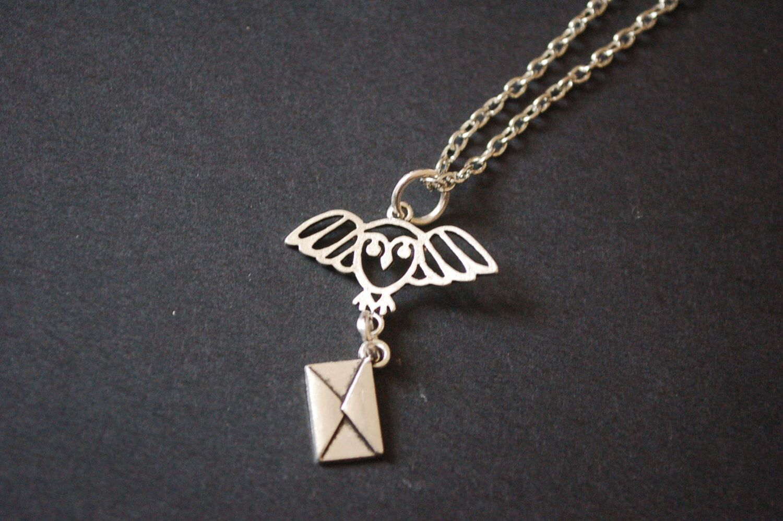 Harry Potter-Hedwig Buchstaben Halskette von delightfullysublime auf Etsy https://www.etsy.com/de/listing/287002759/harry-potter-hedwig-buchstaben-halskette