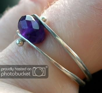 Photo of A new free jewelry making tutorial explaining the process of creating a ball on …