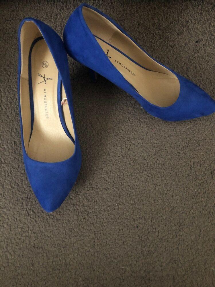 Blue court shoes, Kitten heel shoes
