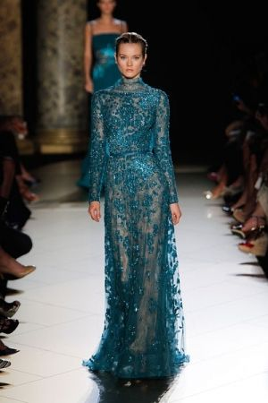 فستان دانتيل بترولى يناسب المحجبات قوى Elie Saab Couture Fashion Elie Saab Fall