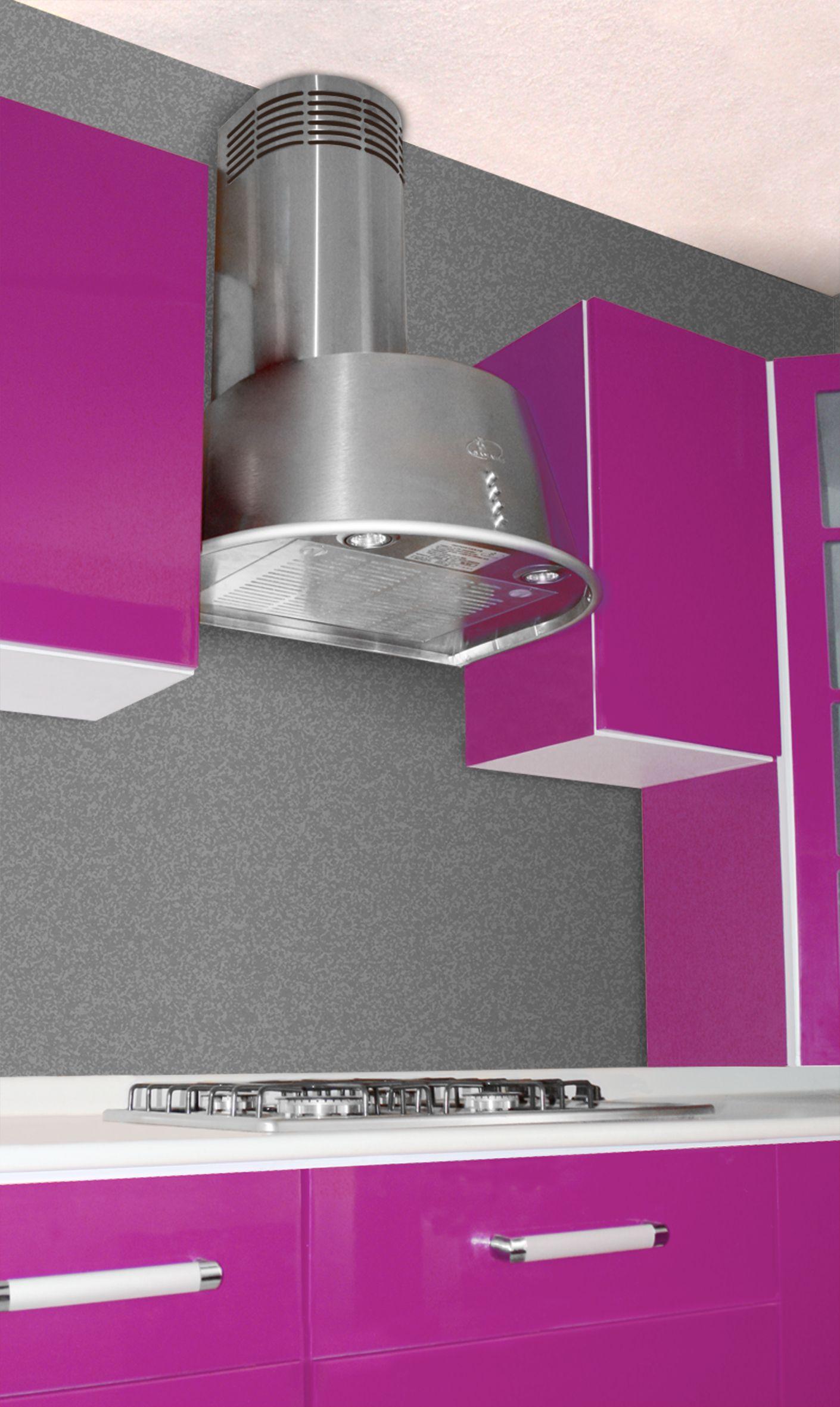 Los colores intensos ayudan a resaltar tu cocina y crear un contraste perfecto con la campana.