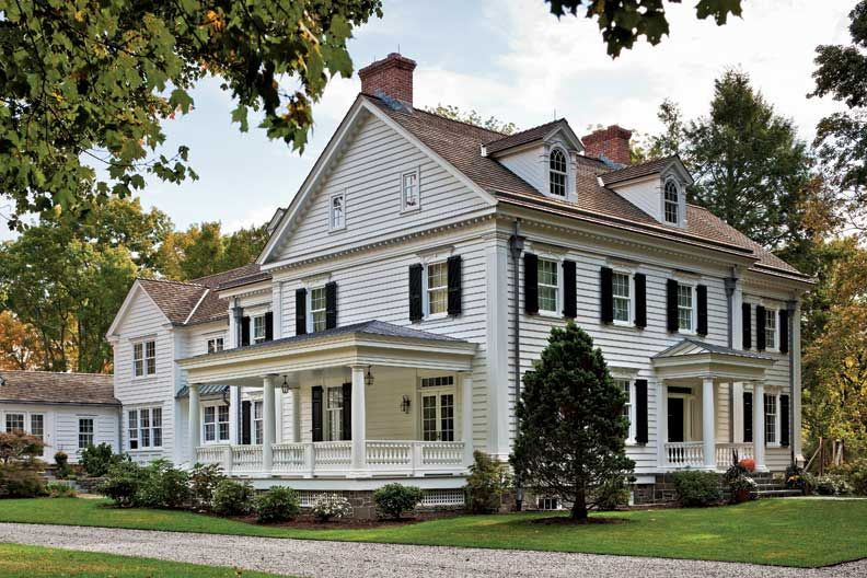Vintage Farmhouse Style Design Zimmerman Took Cues From The Site S Original Structure To Design Colonial House House Exterior House Styles