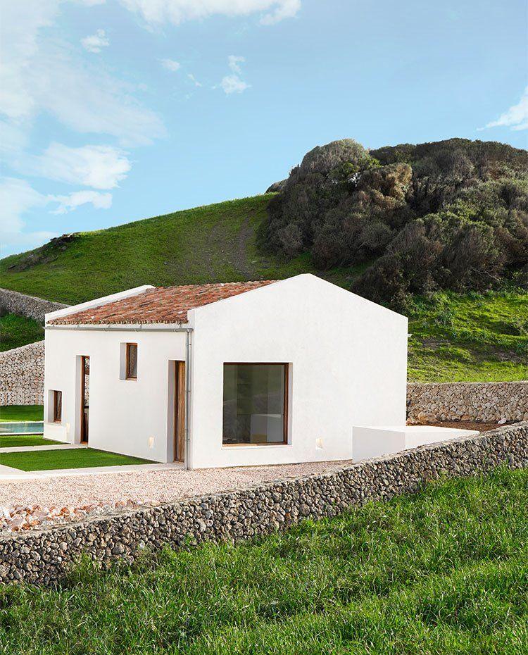 El Paisaje Campestre De Menorca Como Una Obra De Arte Arquitectura De Ladrillo Arquitectura Contemporanea Fachadas De Casas Infonavit