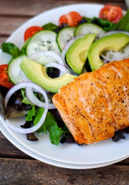 simple and healthy: No need to click for ingredients. Salmon, spring greens, onion, avocado, cucumber and tomatoes.