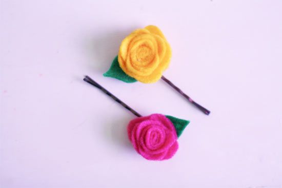 Teeny Rosette Bobbies by Factory Direct Craft Blog. Perhaps this is just me hoping that someday I'll have a little girl to pin them on but I thought they were cute and sweet.