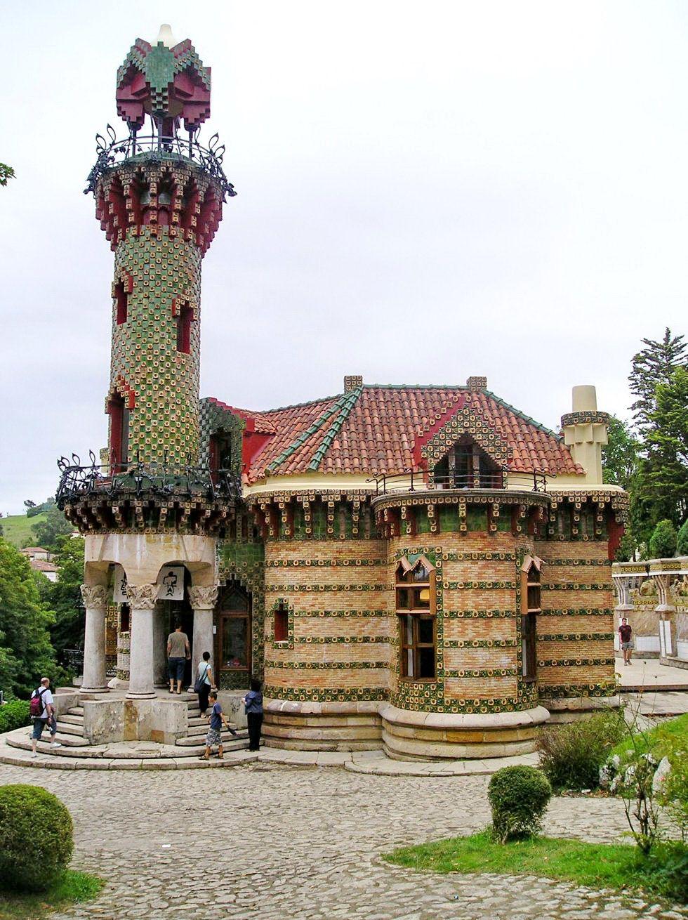 Villa El Capricho (1885) Antoni Gaudí   Antonio gaudi ...