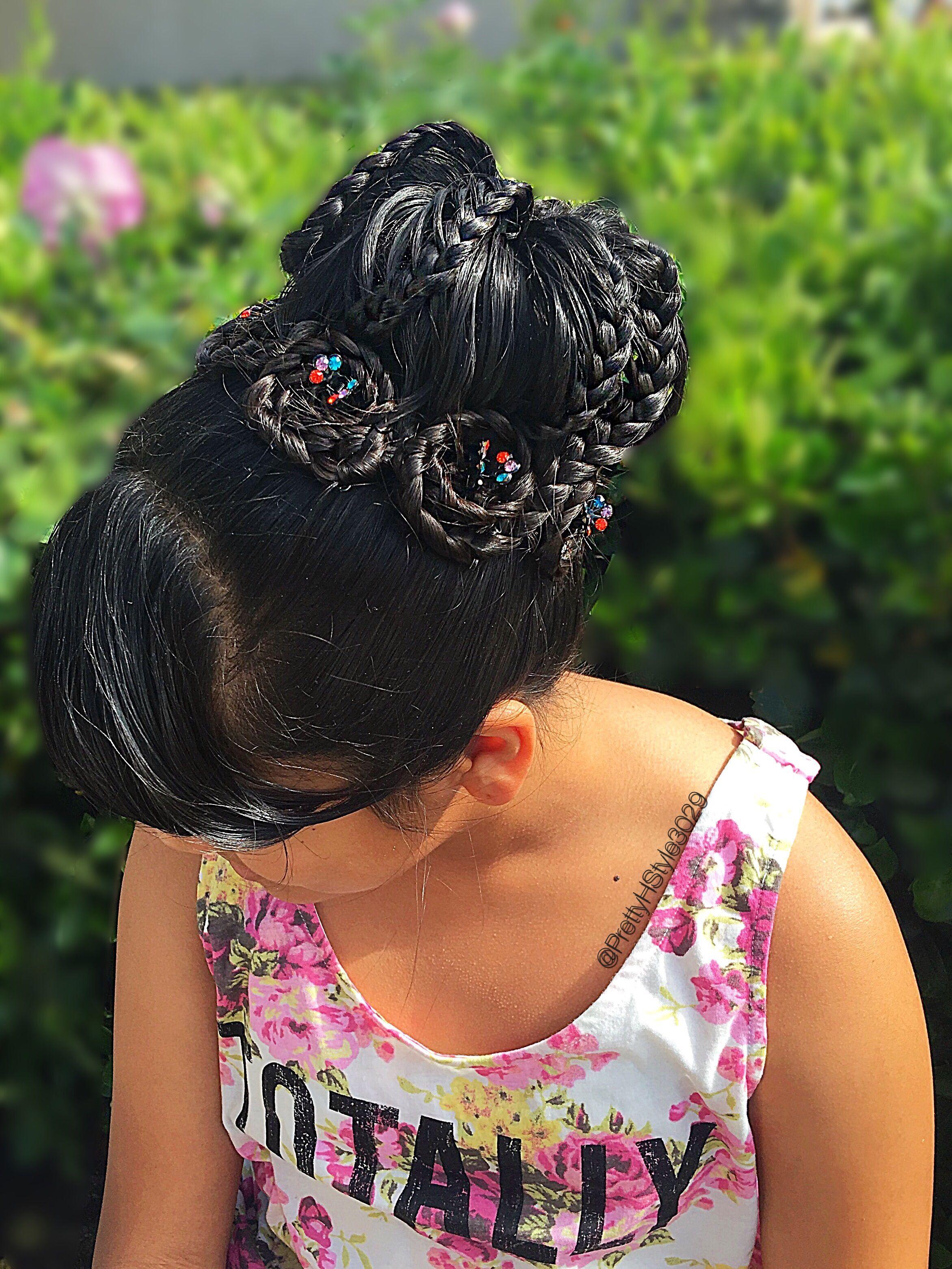 By @PrettyHStyle3029 #lacebraid #braids #trenzado #peinado #solopeinados #hair #hairstyle #peinadoparaniñas #updo #lacebun #hairflowers