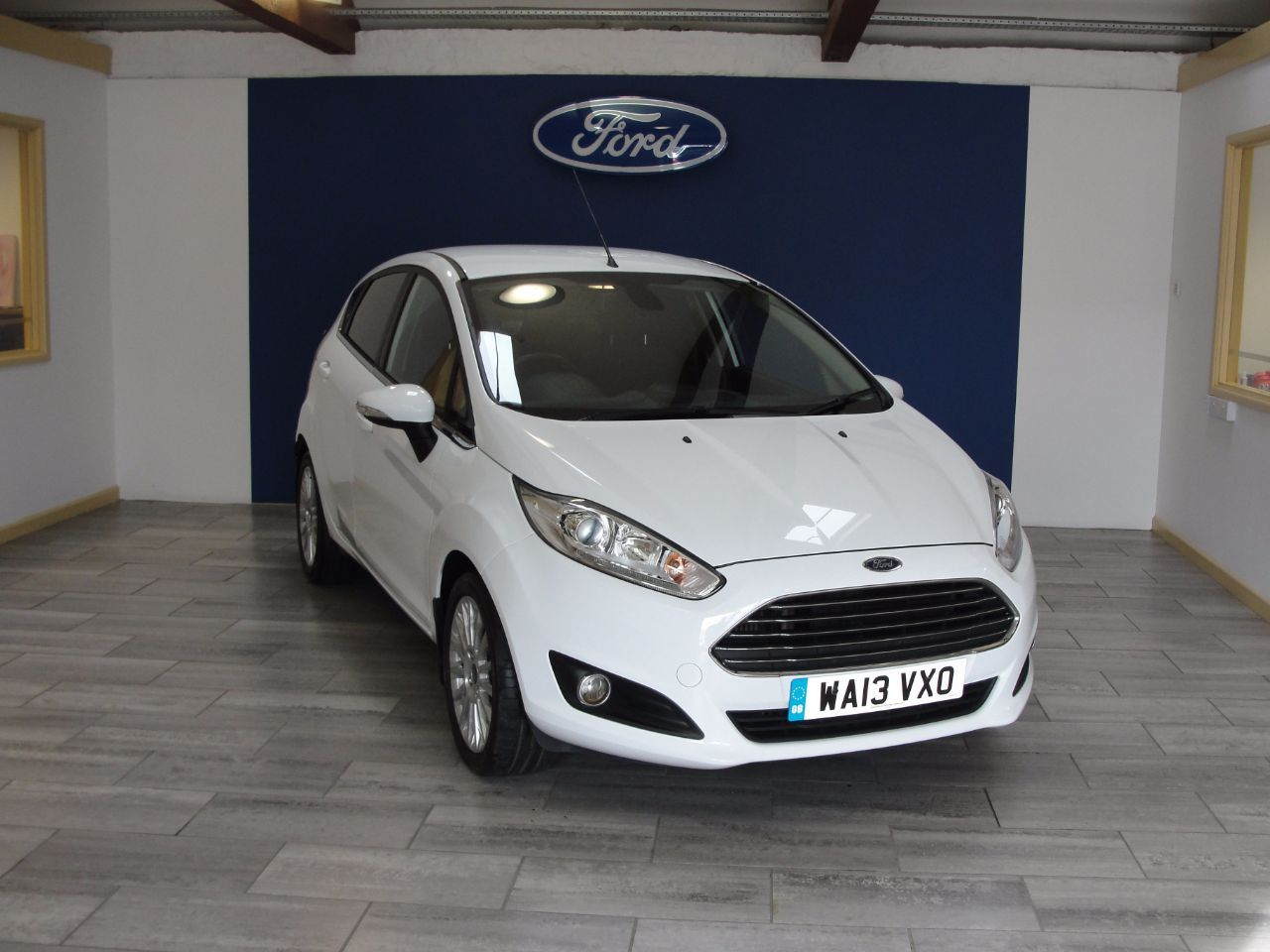 Ford Fiesta 1 0 Ecoboost Titanium 5dr Hatchback Petrol White Used Ford