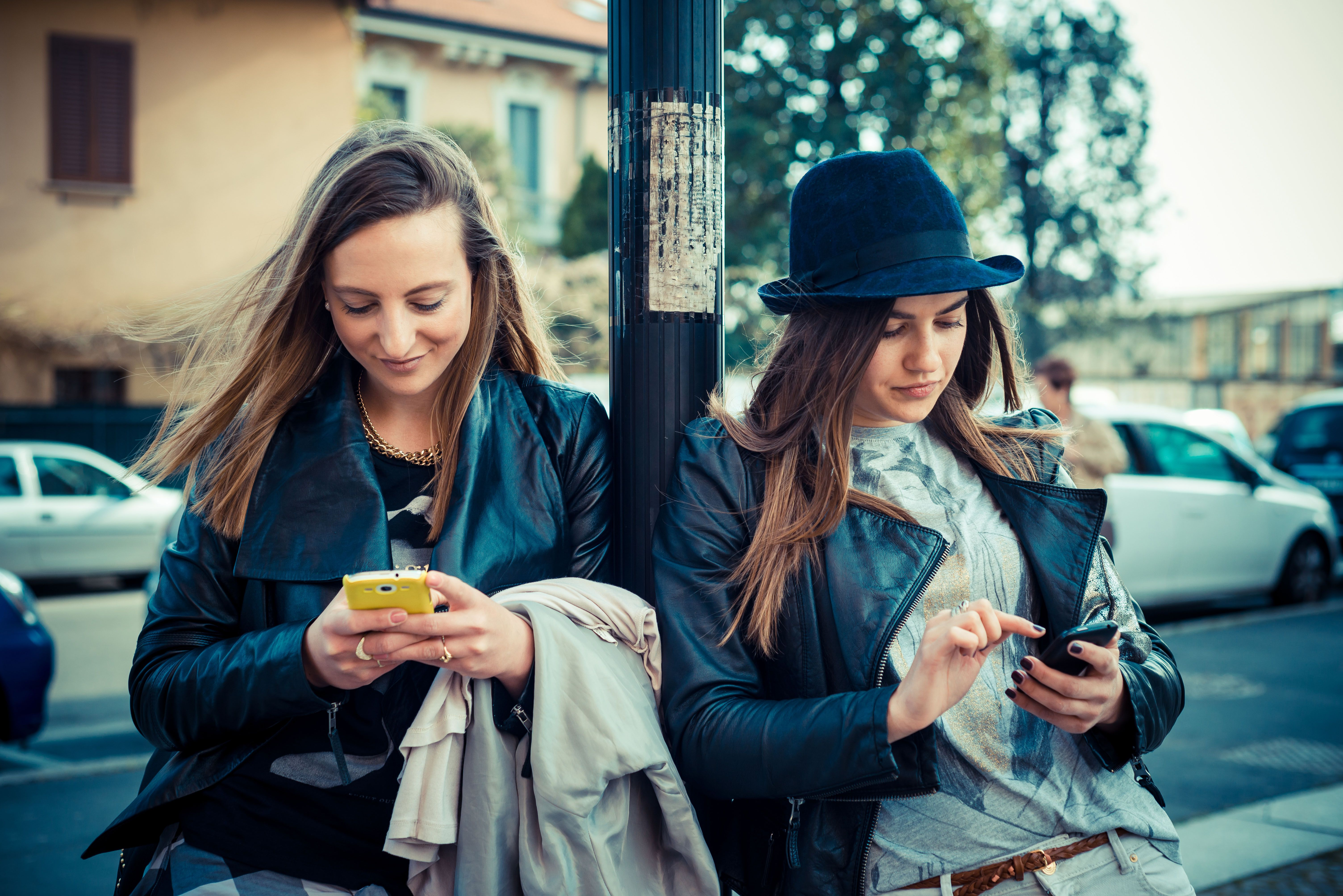 Los consumidores están pasando de consumir productos de moda a consumir experiencias de marca. Las nuevas plataformas y herramientas digitales permiten expresarse de una manera mucho más instantánea y global. No solo se trata de lo que tengo o lo que llevo puesto, sino también de lo que me gusta y deseo...analizamos el fenómeno en este artículo de @edanathan
