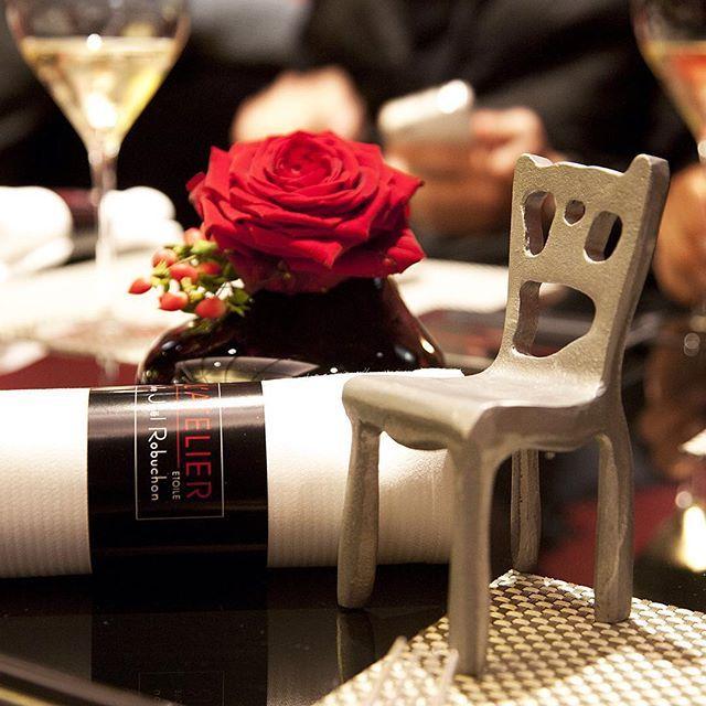 Nuestra #sillaviajera disfrutando de una cena fantástica en L'Atelier de #París. #pepecabrera
