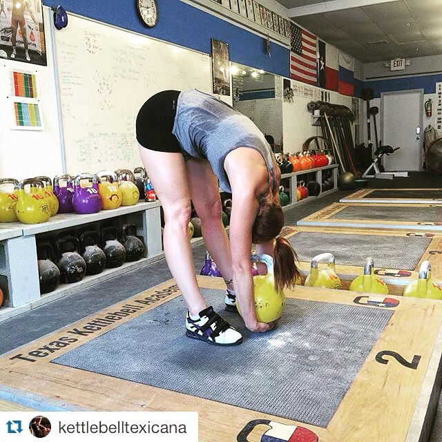 They know how to put in work at @kettlebelltexicana  ••••••••• #kettlebell #kettlebells #kettlebellsport #homegym #garagegym #crossfit #strength