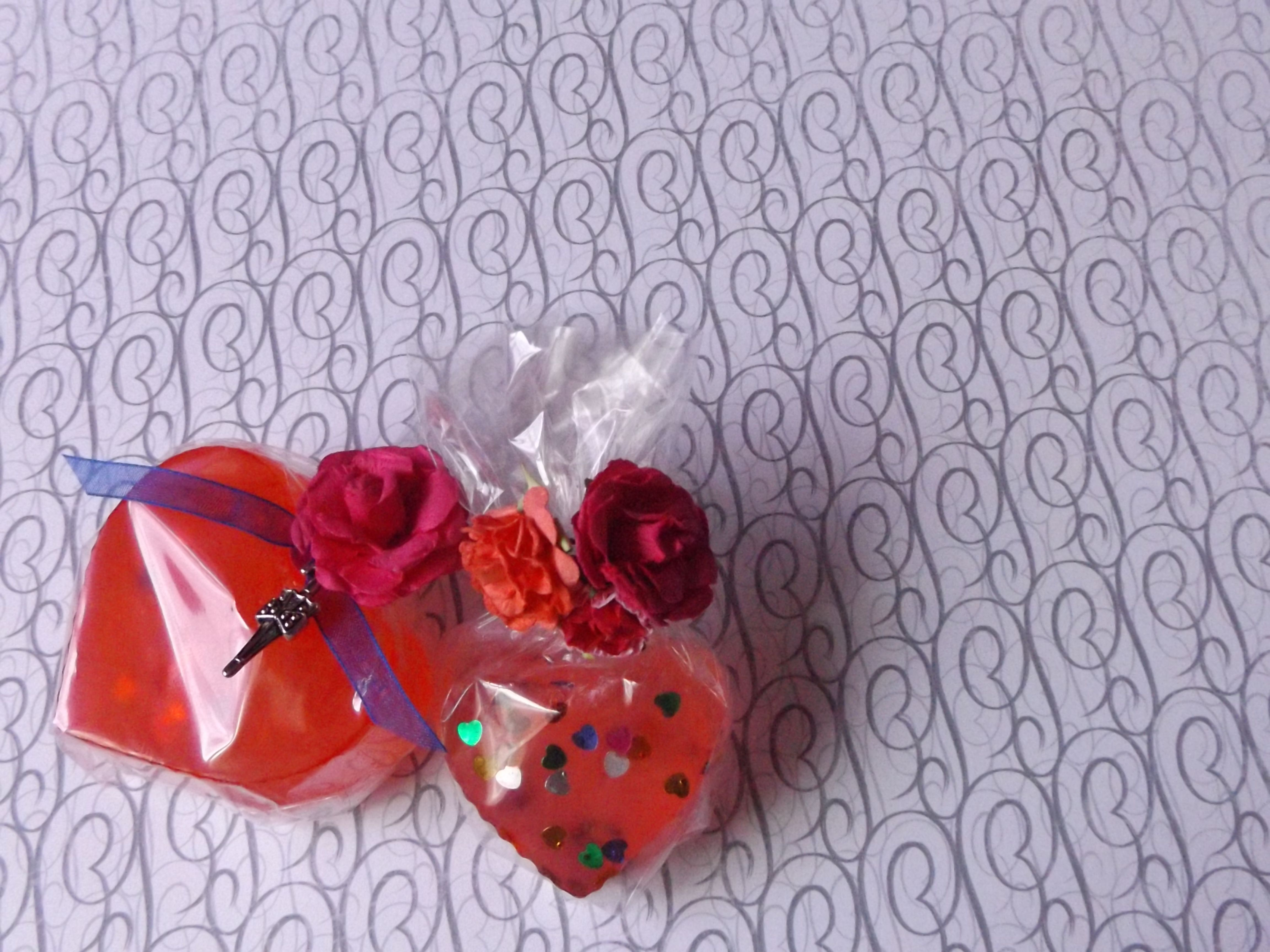 Mydełka glicerynowe wykonane własnoręcznie z dzieciaczkami :) http://kreatywnie-i-wesolo.blogspot.com/2015/02/mydeka-glicerynowe-krok-po-kroku_26.html