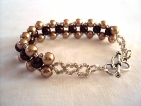 bisuterias de perlas ,cristales,plata y piedras semipreciosas juegos de collares de bisuterias perlas cristal arena,perlas de rio,muranos manualmente,piezas dadas a hacer