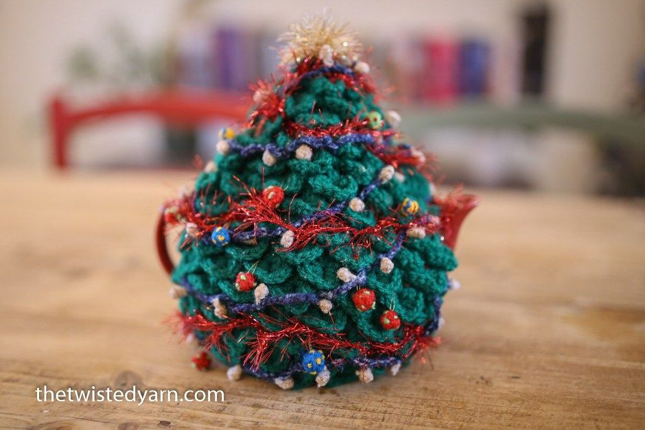 Christmas Tree Tea Cosy Free Crochet Pattern Freecrochetpatterns Teacosy Christmas Tea Cosy Pattern Crochet Tea Cosy Free Pattern Christmas Crochet