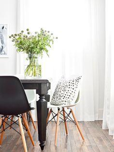 major minimalism in nashville #SOdomino #white #room #interiordesign #furniture #table #diningroom #product #chair #leaf #blackandwhite